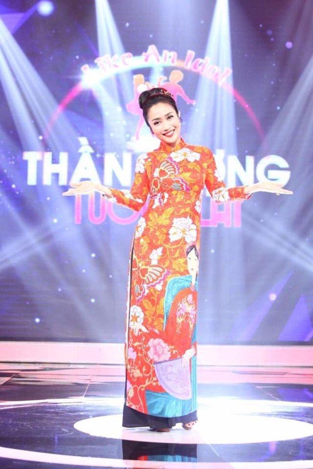 Ngoài công việc MC, diễn viên, Thanh Vân còn theo đuổi con đường kinh doanh. Ốc Thanh Vân có tổ ấm hạnh phúc với ông xã Minh Trí cùng ba nhóc tỳ đáng yêu.