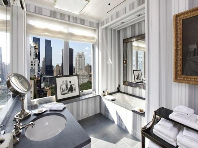 Ngay cả phòng tắm cũng có tầm nhìn rất đẹp.