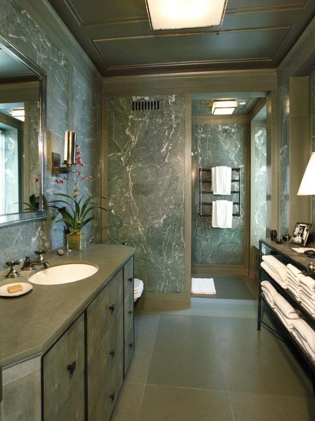 Phòng tắm lớn dành cho khách.