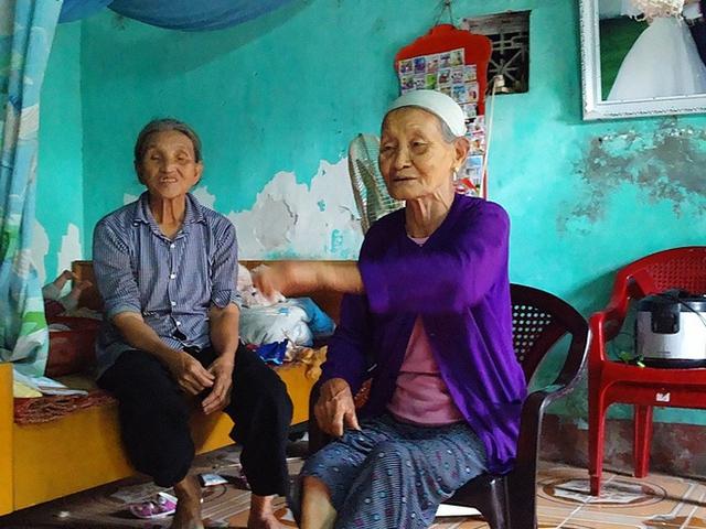 Bà Bùi Thị Hằng - hàng xóm đang nêu quan điểm của mình.