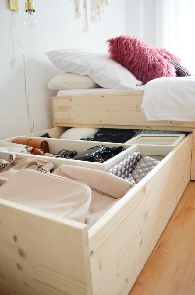 2. Bạn có thể sử dụng một chiếc giường vừa có công dụng là nằm ngủ lại có thêm một công dụng khác nữa là lưu trữ đồ vật. Với những khoang chứa rộng thì mọi túi xách, quần áo hay đồ vật dụng khác được để gọn gàng, ngăn nắp là điều quá dễ dàng.