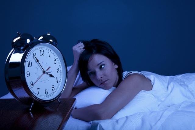 Hãy báo với bác sĩ của bạn sớm những triệu chứng mất ngủ dài ngày này.