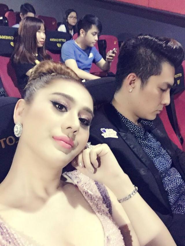 Bạn trai Lâm Khánh Chi luôn tranh thủ tháp tùng nữ ca sĩ