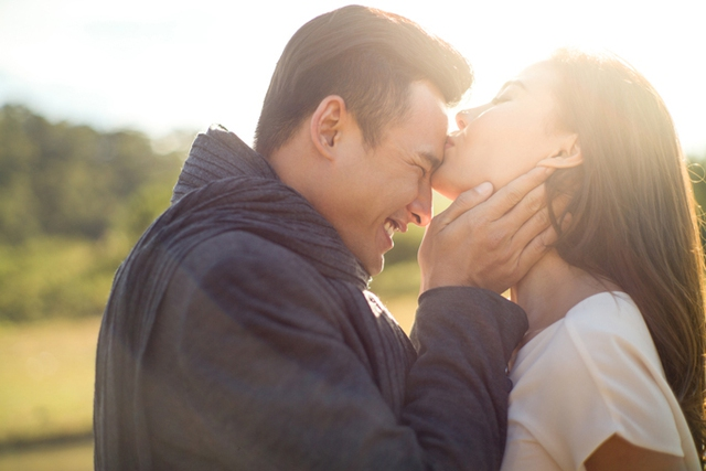 Khoảnh khắc lãng mạn trong bộ hình kỷ niệm 1 năm ngày cưới của Thúy Diễm - Lương Thế Thành.
