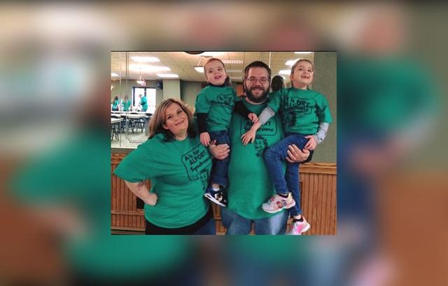 Gia đình hạnh phúc của Zippay cùng chồng và hai con.