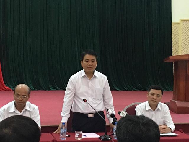 Chủ tịch Hà Nội Nguyễn Đức Chung trong buổi làm việc với lãnh đạo huyện Mỹ Đức và lãnh đạo xã Đồng Tâm tối 20/4.