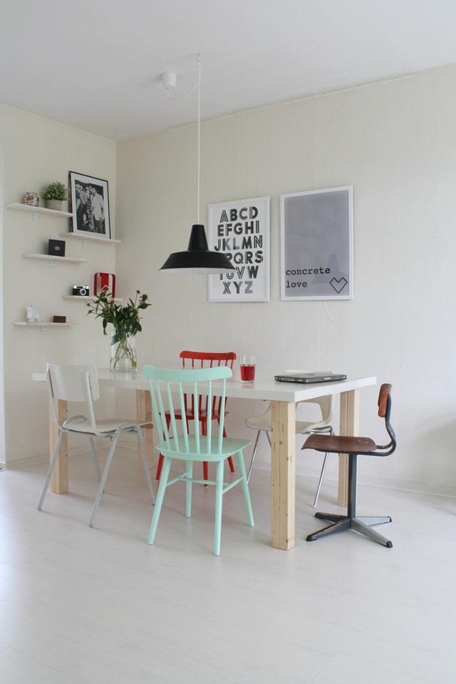 Mix những mẫu ghế đa dạng kiểu cách lại với nhau khiến khu vực ăn uống vừa lôi cuốn vừa mang nét cá tính của chủ nhân.