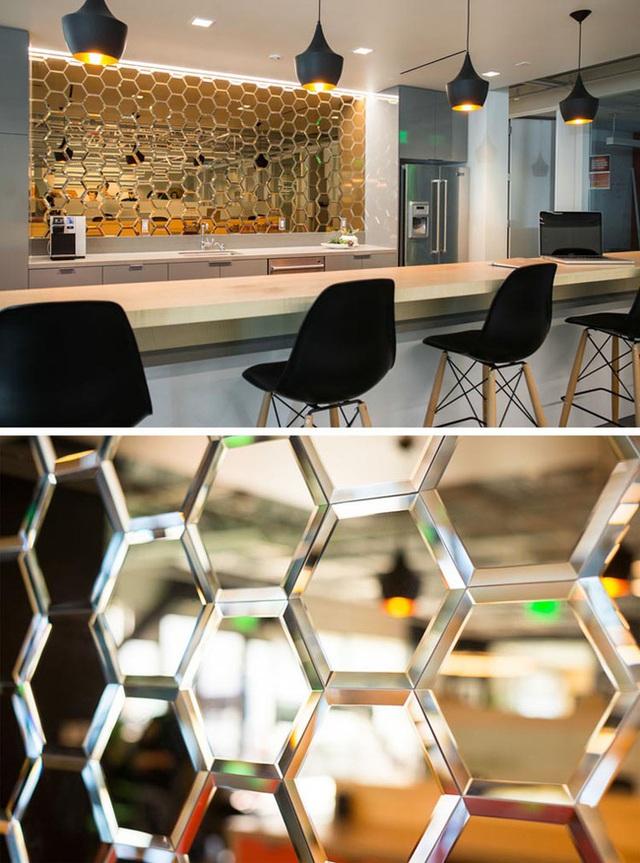 3. Bạn đã từng nghĩ đến việc sử dụng mẫu gạch hình lục giác để ốp trong nhà bếp chưa?