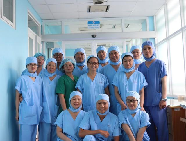 Ê kíp bác sĩ tham gia ca mổ tim lần đầu tiên của BV quận Thủ Đức