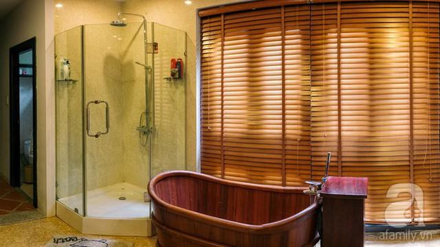 Phòng tắm phảng phất nét hiện đại.