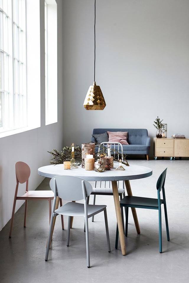 Những bộ bàn ăn mang gam màu pastel được xem như mang đến cảm giác thoải mái, thư thái cho người dùng.
