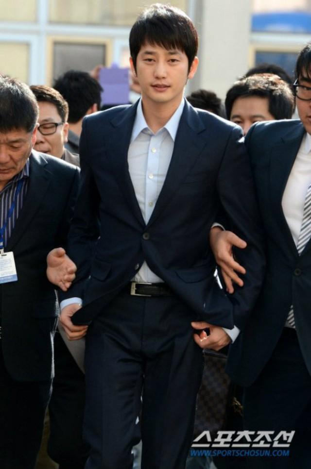 Sự nghiệp của Park Shi Hoo lao đao sau khi vướng phải scandal với nữ thực tập sinh đến từ công ty quản lý cũ