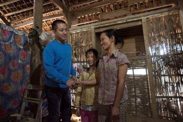 Sau Lào Cai, đoàn di chuyển về Yên Bái, đến trao quà tại xã Ngòi A và Yên Hợp thuộc huyện Văn Yên. Đây là quê ca sĩ Khắc Việt, người anh em thân thiết trong nghề của Tuấn Hưng.