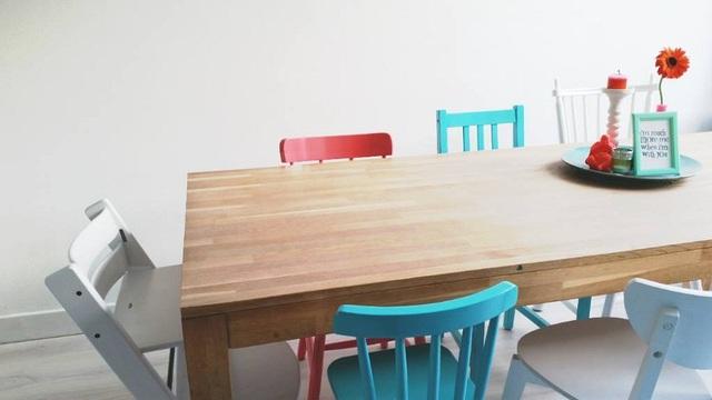 Đó cũng là lý do mà những bộ bàn ăn này thường có kiểu dáng đơn giản, đề cao đến tính thoải mái khi sử dụng nhiều hơn là tạo ấn tượng về thiết kế.