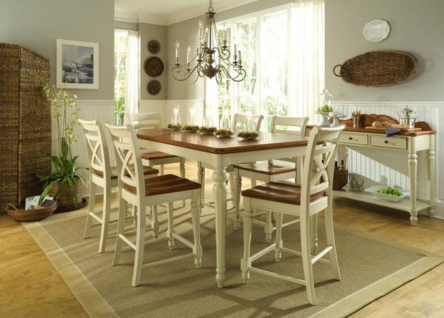 5. Phòng ăn theo phong cách Victoria đòi hỏi một tấm thảm sống động mà có thể tương phản với các ghế màu be và bàn kính trong suốt.
