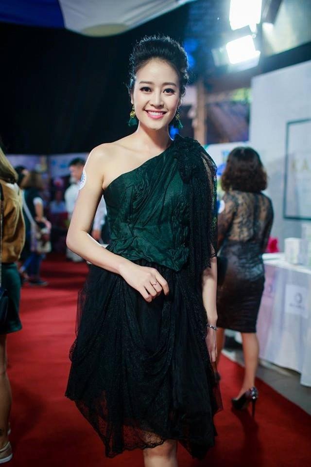 Ngoài vai trò MC, Phí Thùy Linh thỉnh thoảng được mời làm mẫu cho nhiều thương hiệu và sự kiện vì vóc dáng chuẩn không kém người mẫu. Cuối tháng 11/2016, Thùy Linh từng gây bão khi được mời giữ vị trí vedette trong một show trình diễn tóc.