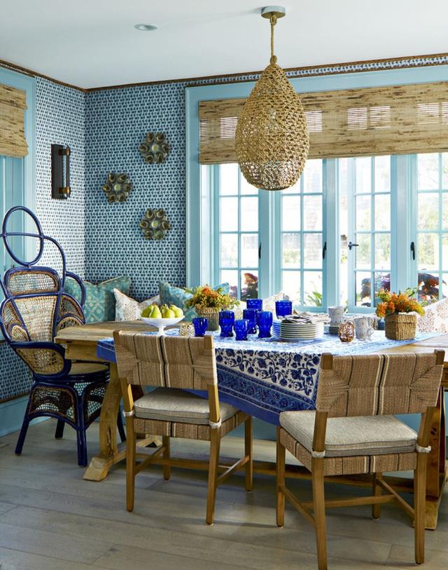 7. Sự kết nối giữa nhiều gam màu xanh với nhiều sắc độ khác nhau mang đến nét thân thiện và hài hòa cho không gian ăn uống của gia đình.