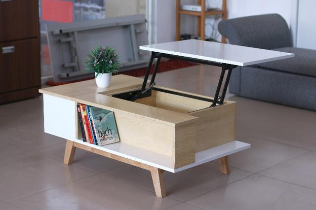 Đơn giản là một chiếc bàn trà thông thường nhưng đồng thời có thể sử dụng thành 1 bàn làm việc khi nâng lên, ngoài ra còn kết hợp cùng hộc cất đồ, ngăn để vật dụng, trang trí,... Hoặc một thiết kế ghế - thang tiện dụng, vừa làm ghế vừa làm thang vừa có ngăn đặt sách báo.