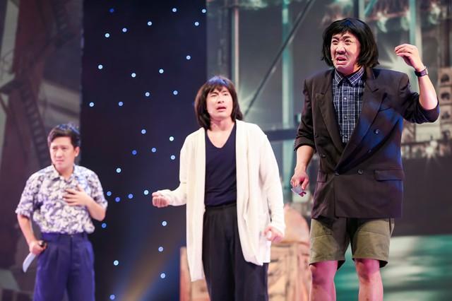 Sự xuất hiện của Trường Giang, Trấn Thành nhận nhiều sự cổ vũ nồng nhiệt của khán giả có mặt theo dõi trực tiếp tại sân khấu Lan Anh.