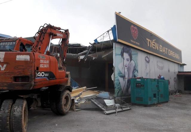 Cửa hàng mỹ nghệ Tiến Đạt Dream 2 là điểm bán hàng cho khách Trung Quốc tại TP. Hạ Long. Ảnh: H.Phong