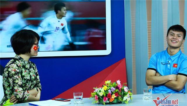 Quang Hải vui vẻ khi chia sẻ về bạn gái.