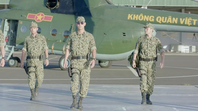 Hình ảnh người chiến sĩ QĐND trong phim bị cho là xa rời thực tế.