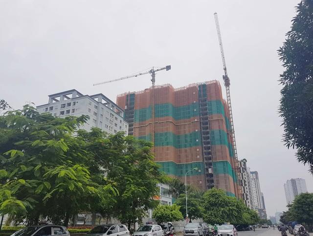 Cần cẩu trục tại Dự án Chelsea Residences, Yên Hoà, Cầu Giấy, Hà Nội.