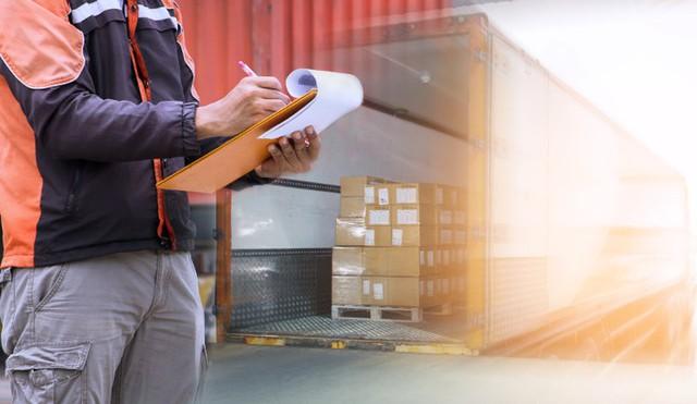 Vào ngày lễ như 20/10, đơn hàng cần chuyển đi nhiều gấp 2-3 lần ngày thường nên nhiều cửa hàng mỏi mắt tìm shiper.