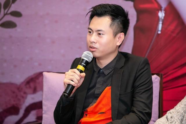 Dương Cầm là một trong nhà sản xuất âm nhạc có tiếng tại thị trường Hà Nội. Năm 2017, anh tham gia Sao đại chiến và gây bão khi chê Miu Lê hát không hay.