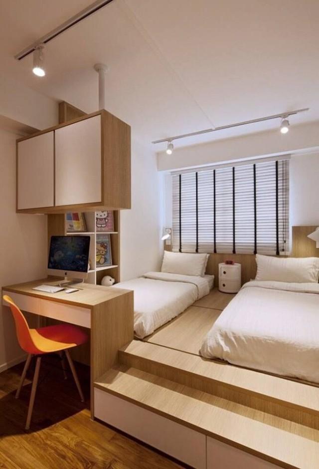 Thiết kế phần sàn giật cấp, ba mẹ có thể bố trí khu vực nghỉ ngơi phía trên cho con như một căn phòng riêng biệt. Phần dưới có thể sử dụng để cất đồ đạc.
