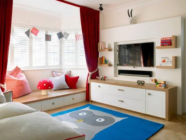 Một phần giật cấp ở cửa sổ có thể được sử dụng với chức năng nghỉ ngơi, đọc sách hàng ngày cho bé.