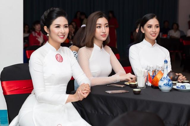 Hai người đẹp có mặt tại sự kiện cổ vũ cho Hoa hậu Ngọc Hân