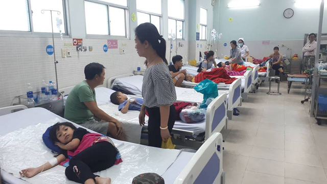 Bệnh viện Q.Tân Phú đã tiếp nhận tổng cộng 55 trường hợp ngộ độc, trong đó có 19 trường hợp sốc sau ngộ độc phải chuyển lên tuyến trên điều trị