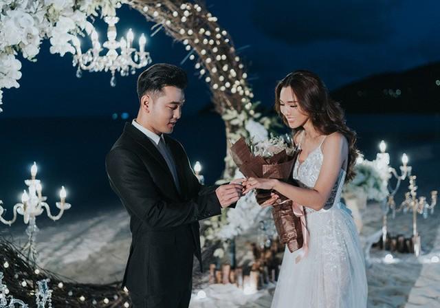 Từ khi yêu Ưng Hoàng Phúc, Kim Cương lùi về hậu phương để hỗ trợ chồng phát triển sự nghiệp ca hát. Cô hạnh phúc khi được ông xã lồng vào tay chiếc nhẫn kim cương lấp lánh trị giá hơn 1 tỷ đồng.