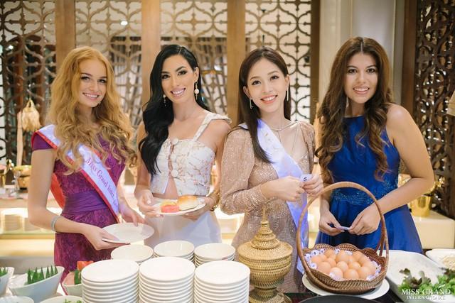 Bên các thí sinh quốc tế, đại diện Việt Nam ghi điểm ở vẻ đẹp thanh thoát, tươi trẻ