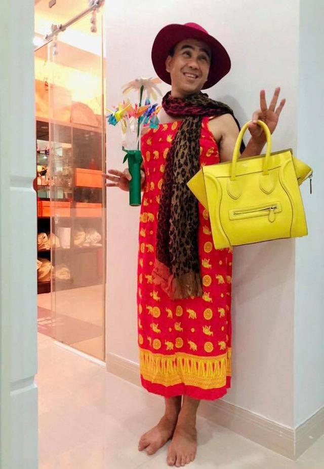 Quyền Linh trở thành người mẫu bất đắc dĩ để con gái sáng tạo thời trang.
