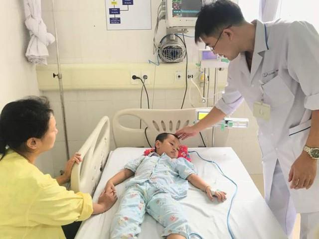 Sau 4 ngày điều trị, bé T. đã qua cơn nguy kịch. Ảnh: T.Thiêm