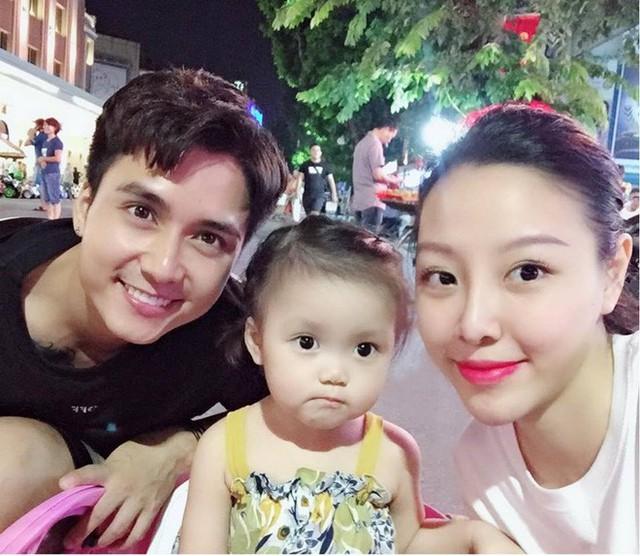 Gia đình nhỏ với cô con gái đáng yêu của Mạnh Quân