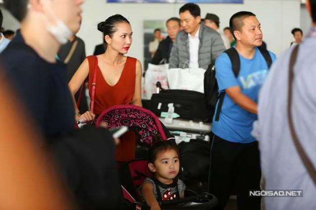 Từ khi chuyển sang Mỹ định cư, Kim Hiền không còn hoạt động nghệ thuật ở trong nước. Thi thoảng cô vẫn tham gia diễn kịch tại sân khấu hải ngoại và sản xuất các show truyền hình cùng ông xã.