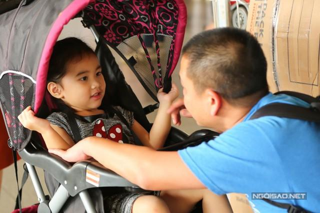 Bé Yvona, trái ngọt đầu tiên trong cuộc hôn nhân của Kim Hiền và ông xã Andy đã hơn 3 tuổi. Cô bé có gương mặt giống cả bố lẫn mẹ.