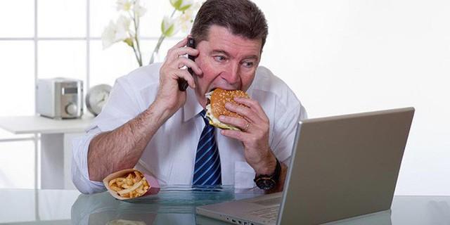 5 việc làm hàng ngày đang rút ngắn sức khỏe, tuổi thọ: Nam giới hãy xem để thay đổi sớm! - Ảnh 2.