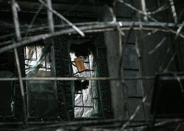 Khu vực tầng 2 của quán bị cháy rụi.