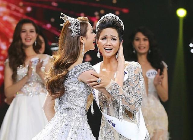 Năm 2017, cô gái Ê đê với chiều cao 1m73, số đo 3 vòng: 83-60-97 đã trở thành Hoa hậu Hoàn Vũ Việt Nam 2018.