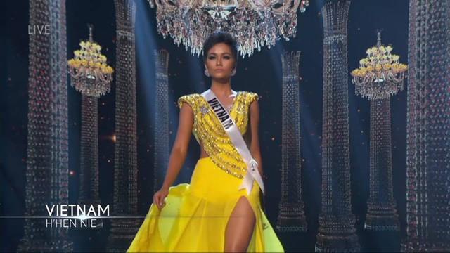 Cụ hất váy gây bất ngờ và ghi điểm trong mắt ban giám khảo lẫn khán giả tại Miss Universe 2018.