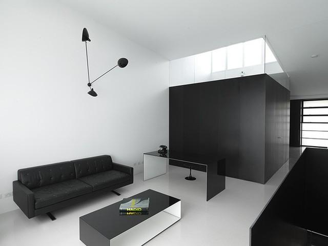 Bạn có thể sở hữu một căn phòng khách với gam màu đen trắng vừa hiện đại vừa tối giản thế này.