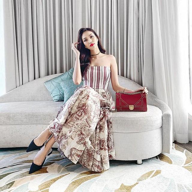 Trong loạt hình ảnh mới chia sẻ lên trang cá nhân, Lan Khuê cũng chứng minh được việc nâng tầm phong cách thời trang khi sử dụng toàn hàng hiệu đắt tiền.