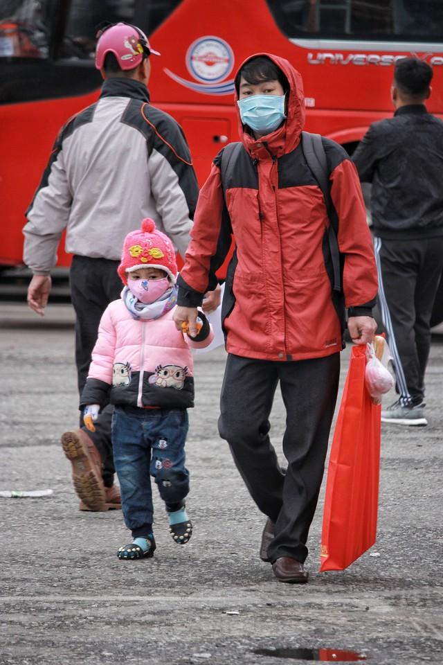 Kỳ nghỉ lễ kéo dài nên nhiều trẻ nhỏ được gia đình cho về thăm quê.