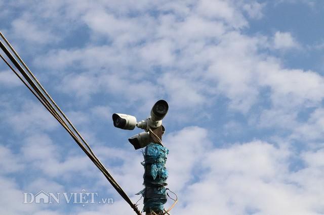 Do diện tích trang trại quá rộng, ông Chất phải đầu tư cả camera để giám sát