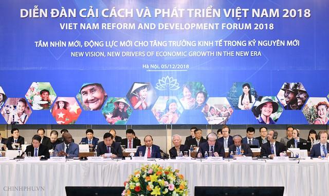 Thủ tướng Nguyễn Xuân Phúc cùng các đại biểu tham dự VRDF. Ảnh: Quang Hiếu