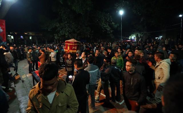 Lễ hội thu hút hàng nghìn người đến tham dự. Ảnh: Mạnh Thắng